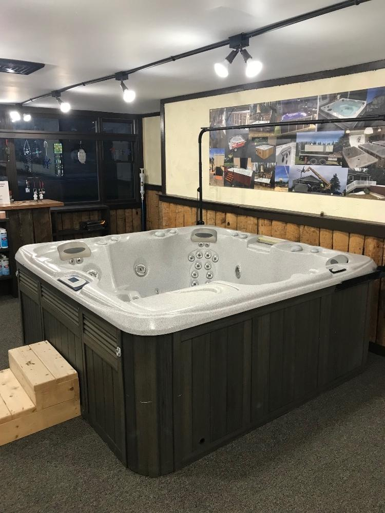 Sundance Hot Tub Used excellent condition ready for delivery