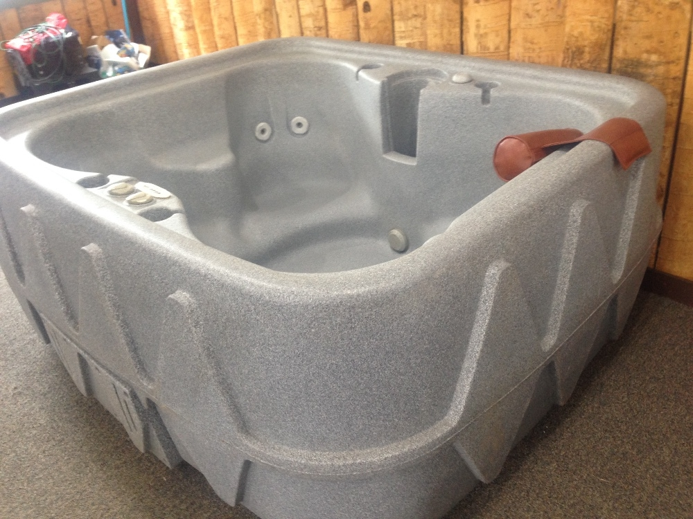Dream Maker Hot Tub small 4 person Great Low Price!  must go